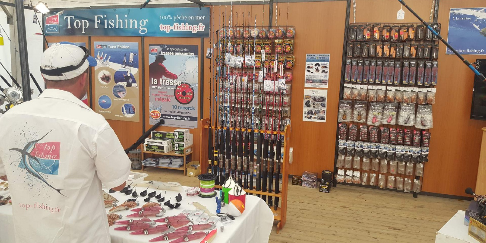 Le stand Top Fishing, plan large
