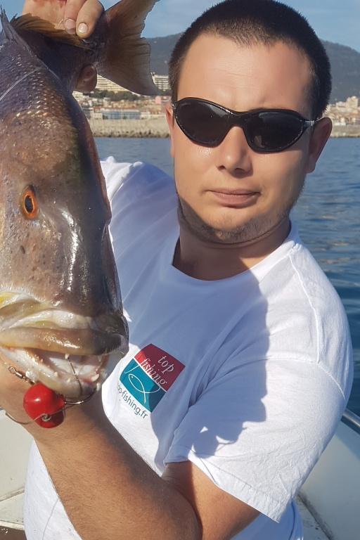 Pascal Trogi, leader de la Team Top Fishing en Corse, ici avec un best-seller innovant et exclusif : le fireball mer